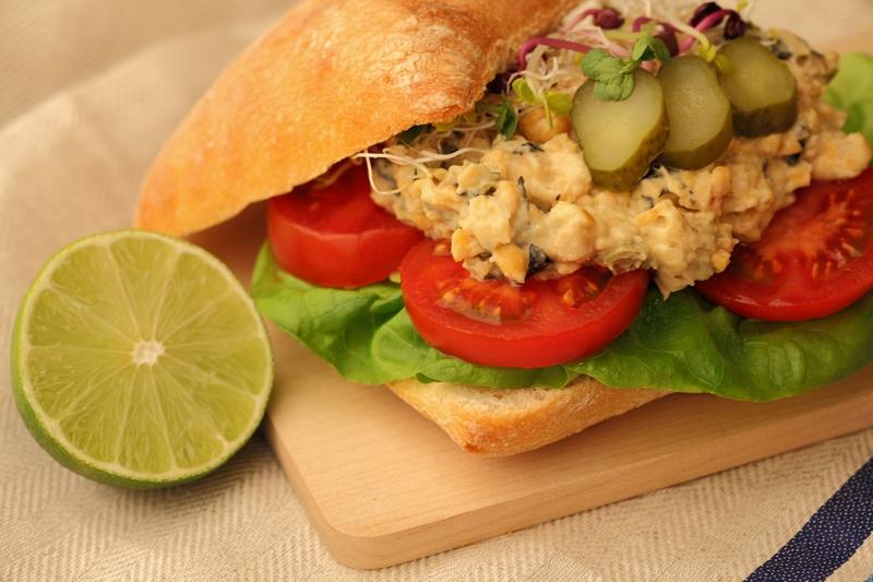 Kikkererwten-'tonijn'-salade